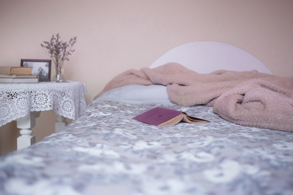 6 Reasons Why You Should Read Before Bed