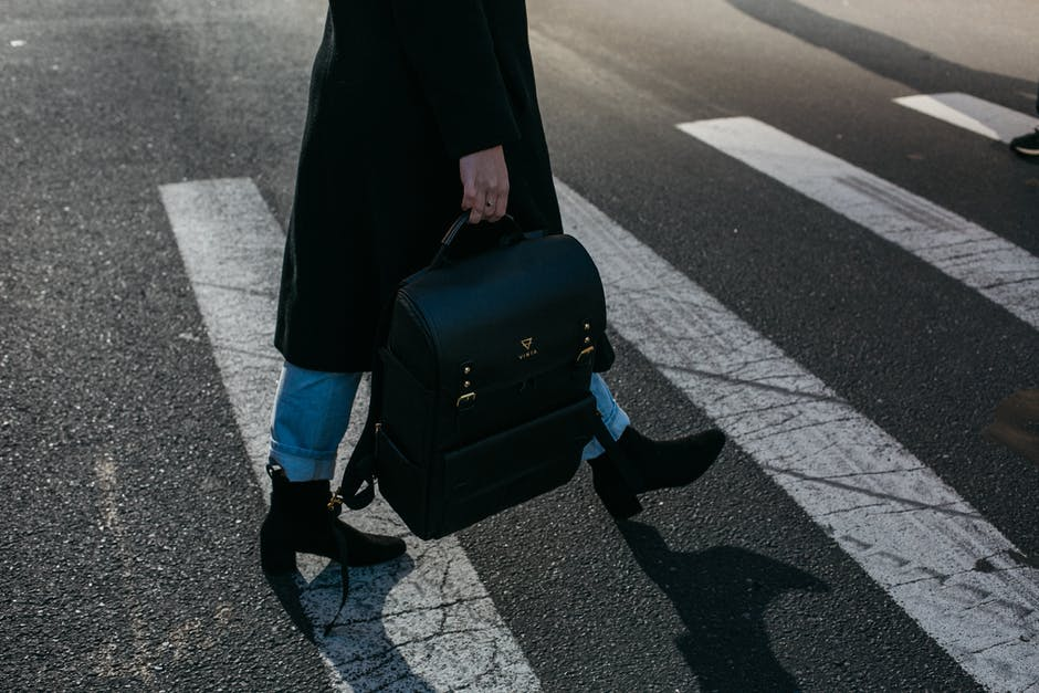 Looking For The Best Buy: 5 Shopping Tips When Buying For The Ideal Woman Work Bag