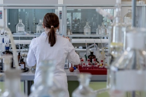 Dealing With Laboratory Management Challenges Using Technology